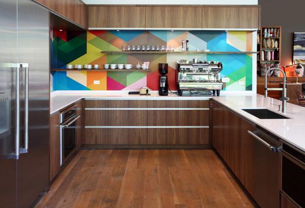 bancada-branca-em-cozinha-colorida
