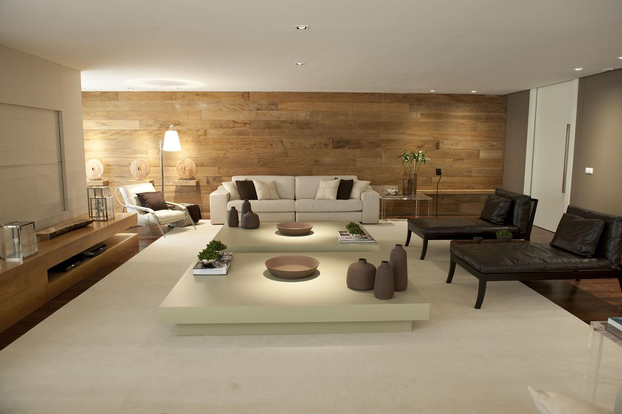 parede atrás do sofá