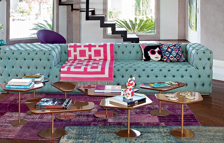 sofá colorido, casa casada