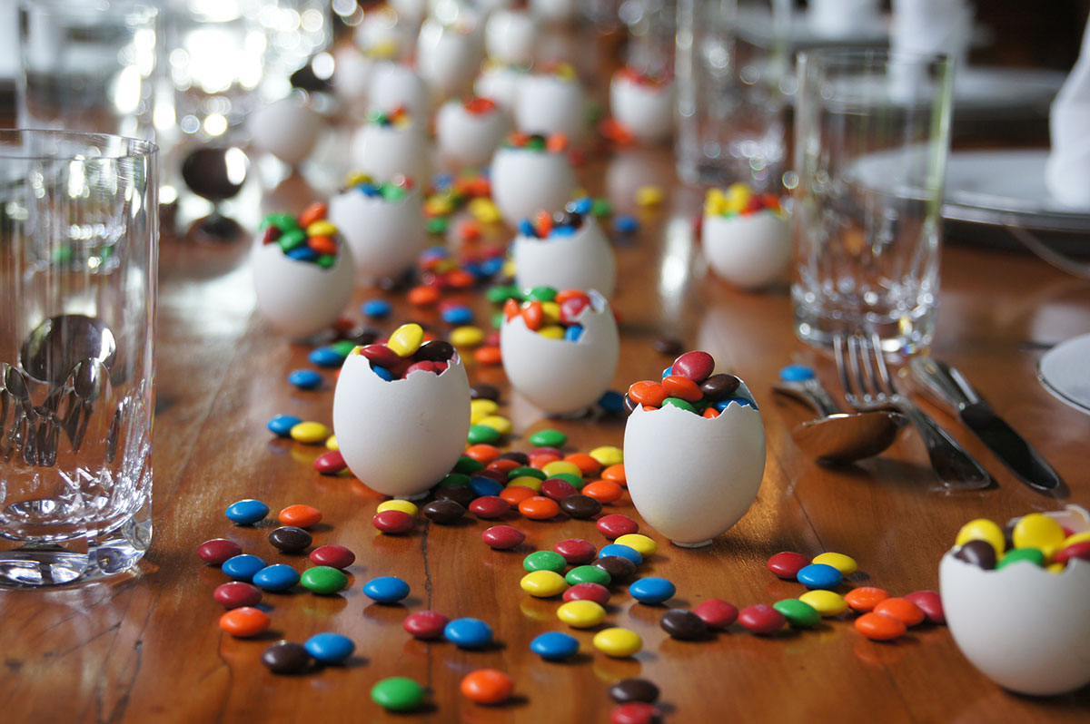 Confeti na Mesa de Pascoa