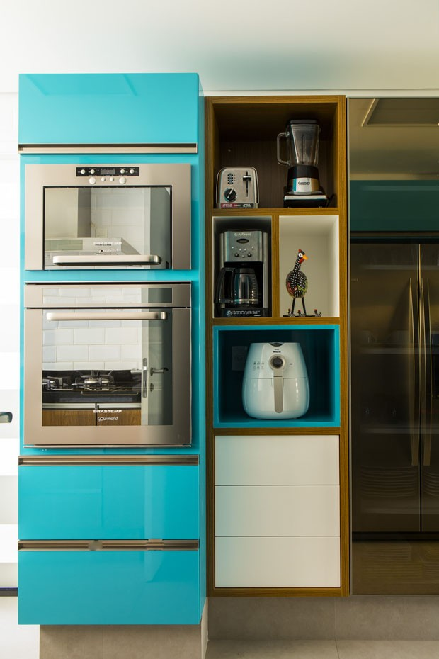 cozinha colorida, armário azul turquesa