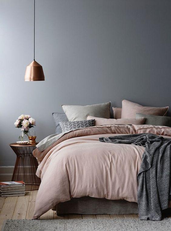 quarto de casal cinza e rosa