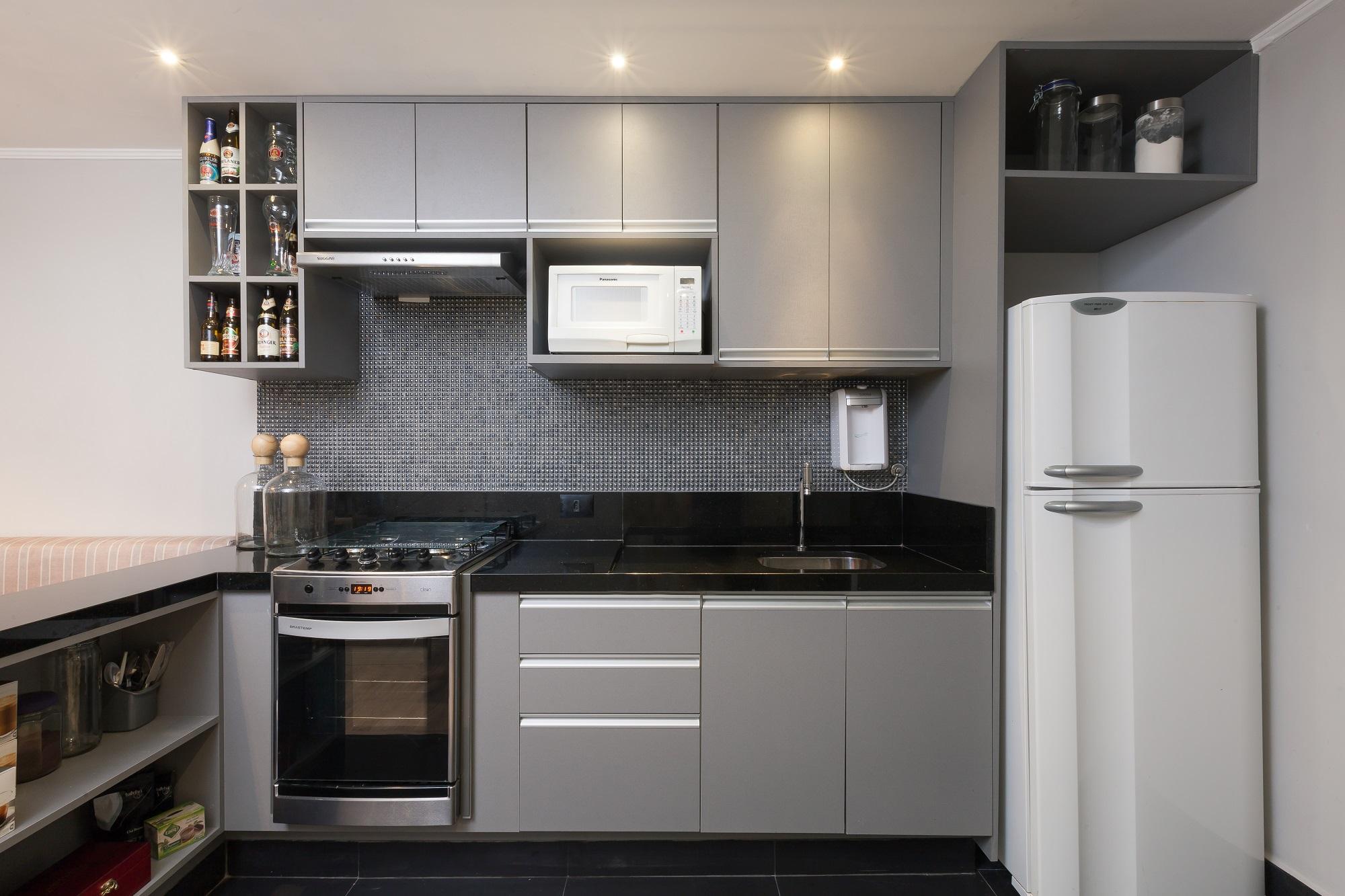 Ambientes integrados deixam apartamento pequeno mais amplo for Cocinas apartamentos pequenos