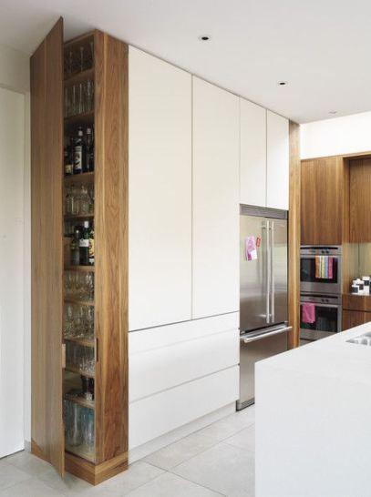 armario organizado na cozinha